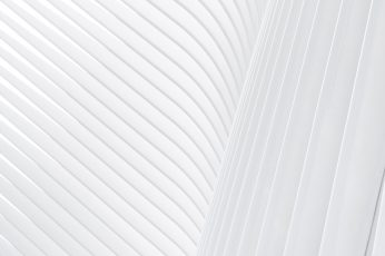 White stripe pattern made up of concrete facade ribs
