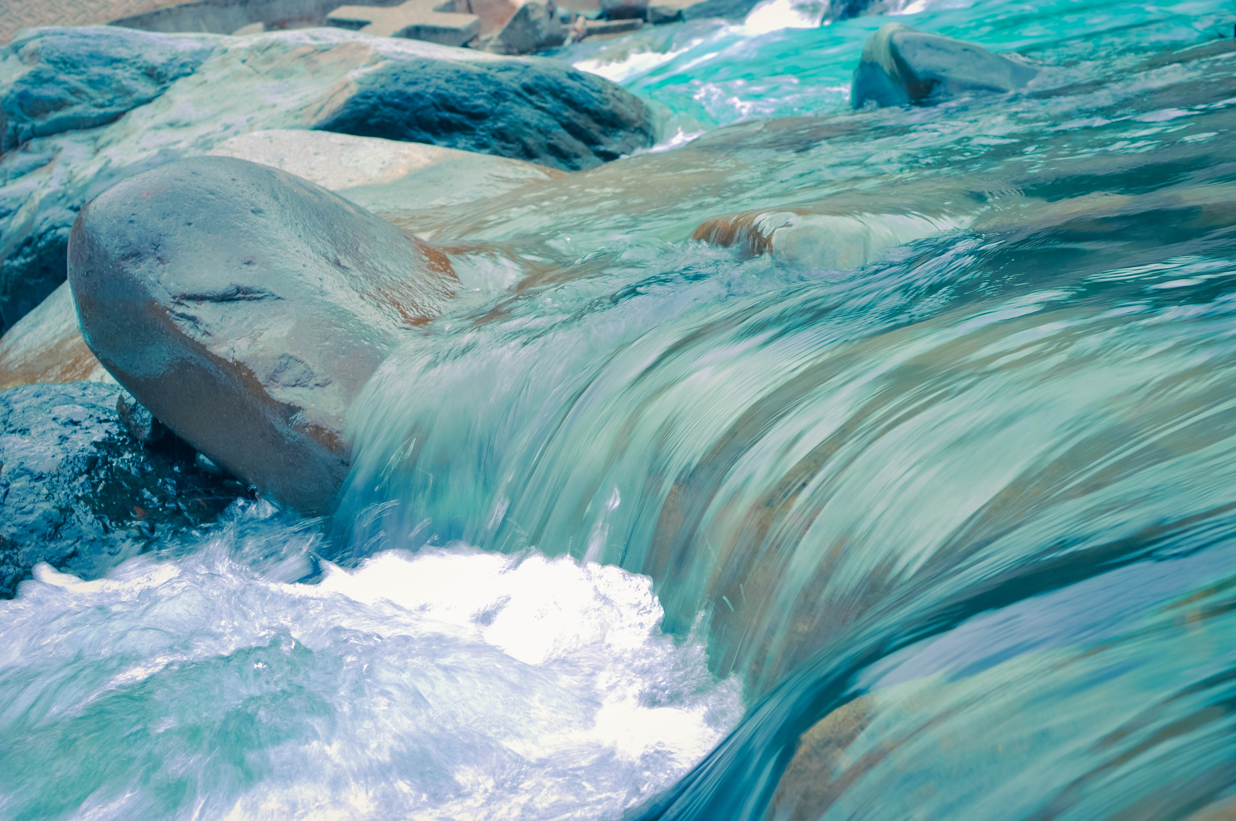 wallpaper Clear blue running water at daytime