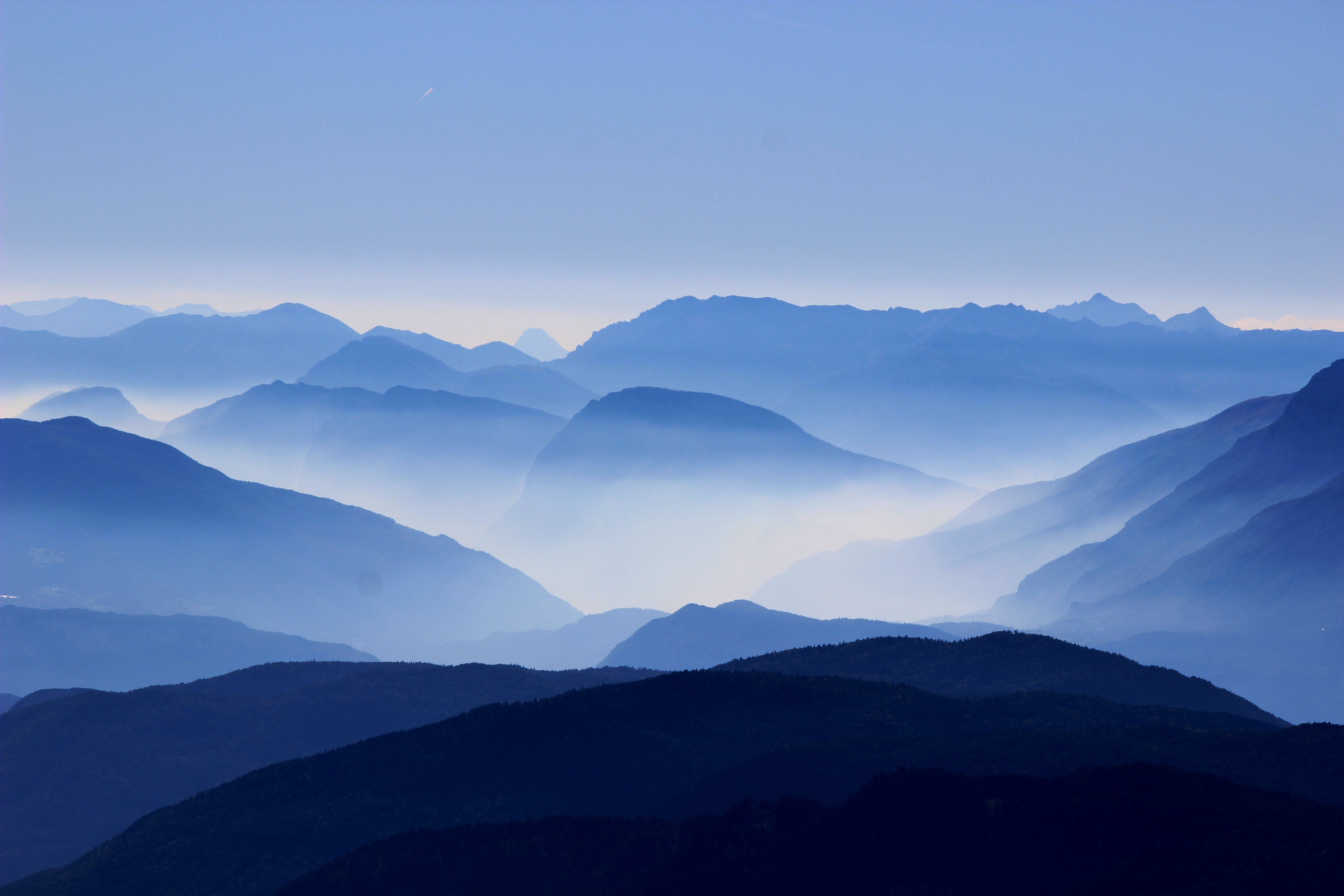 wallpaper Landscape photo of mountains with fog