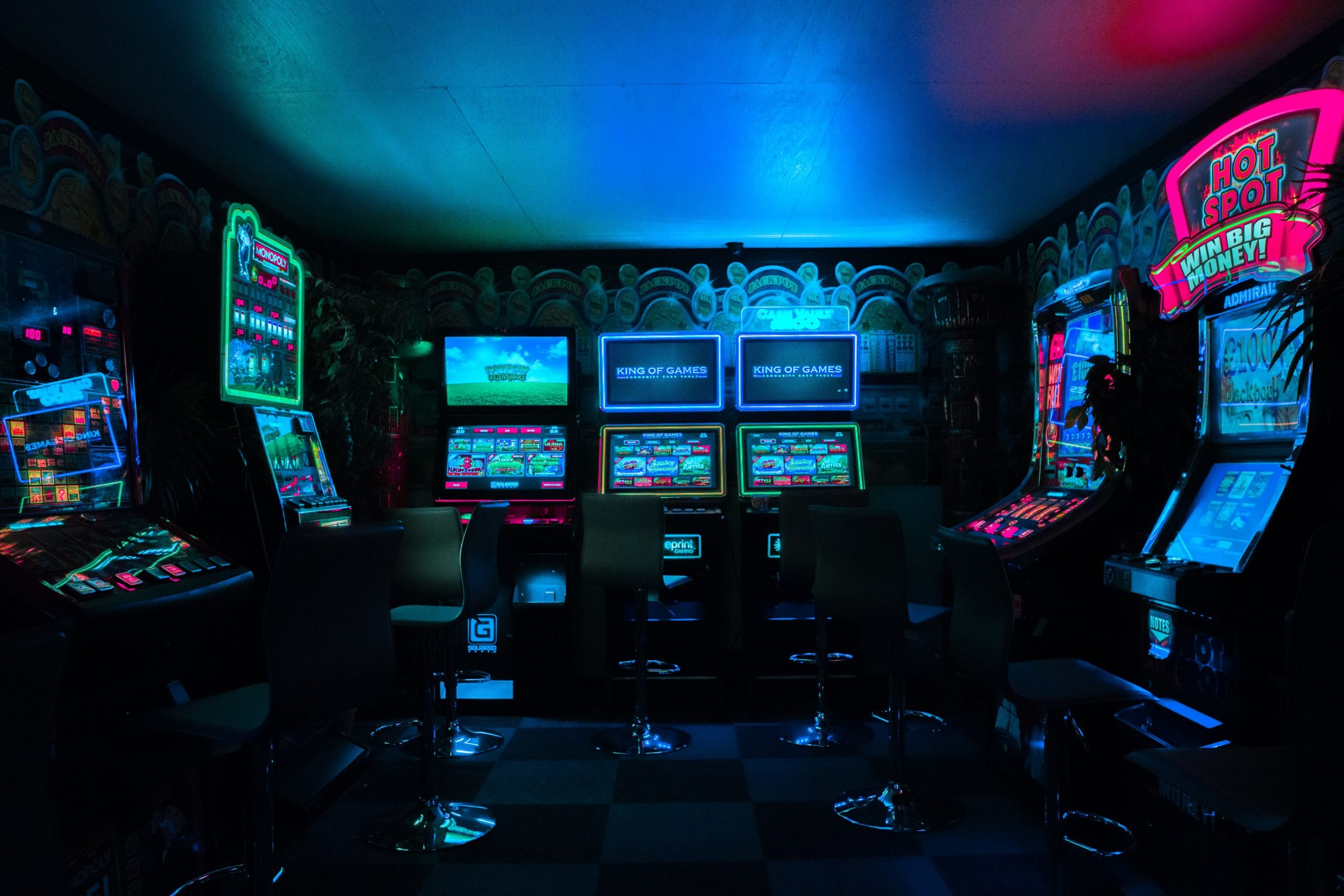 wallpaper Gaming room with arcade machines