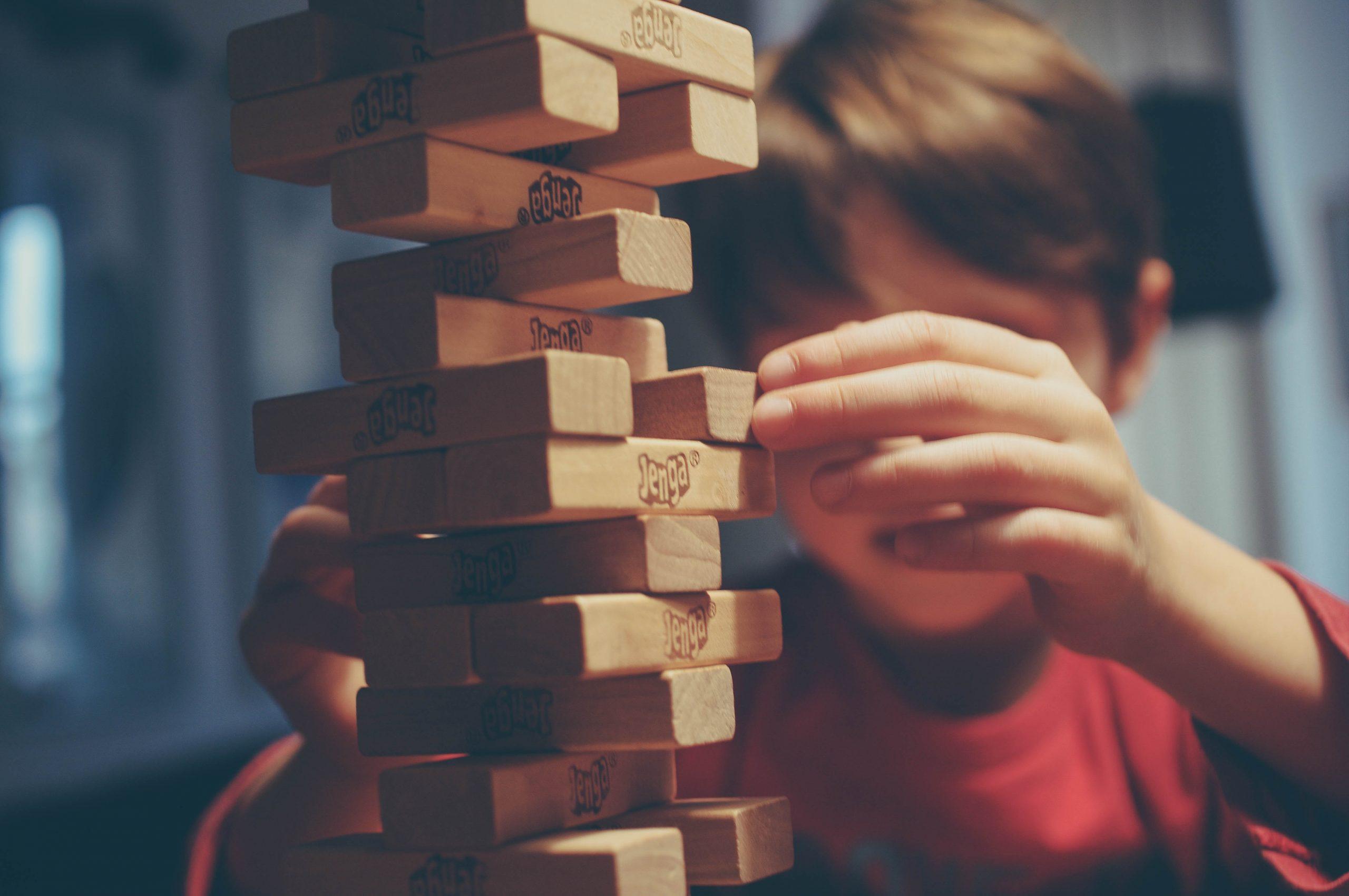 wallpaper Boy playing jenga
