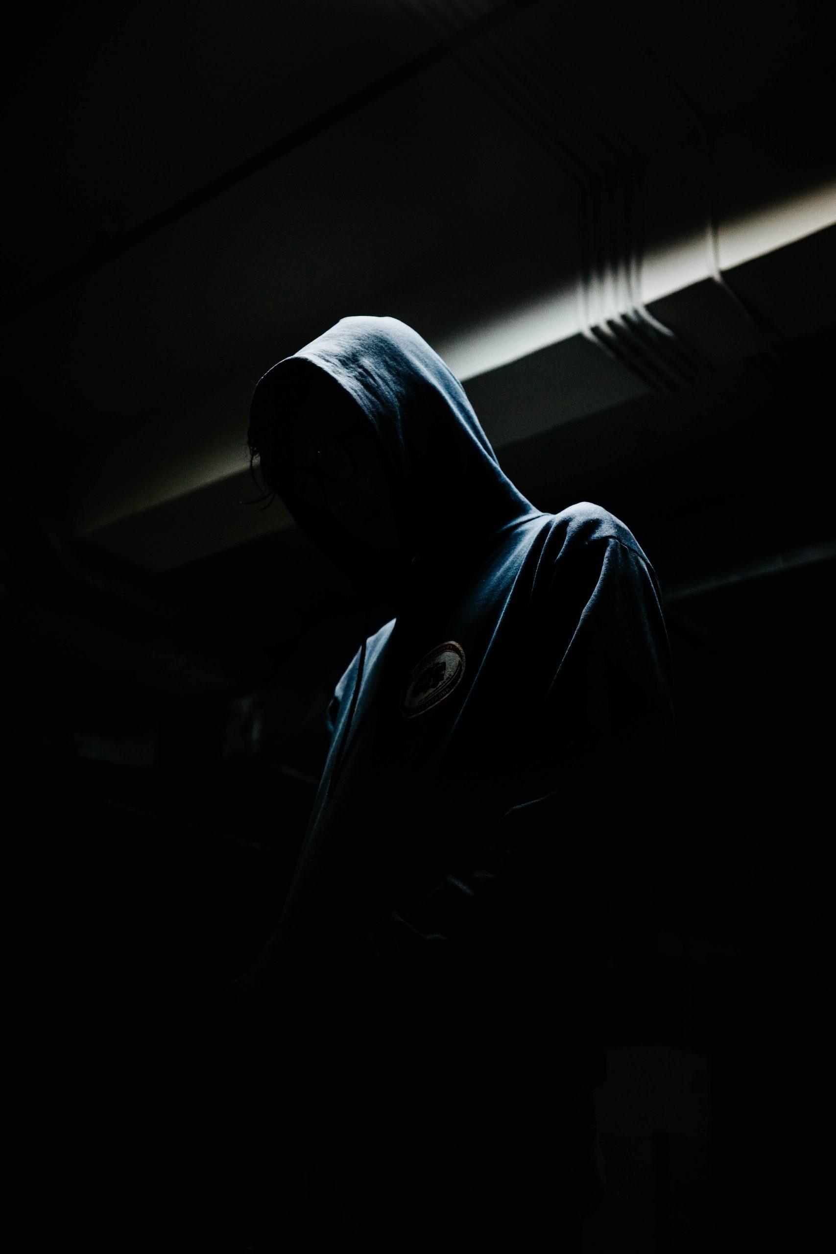 wallpaper Person in black hoodie
