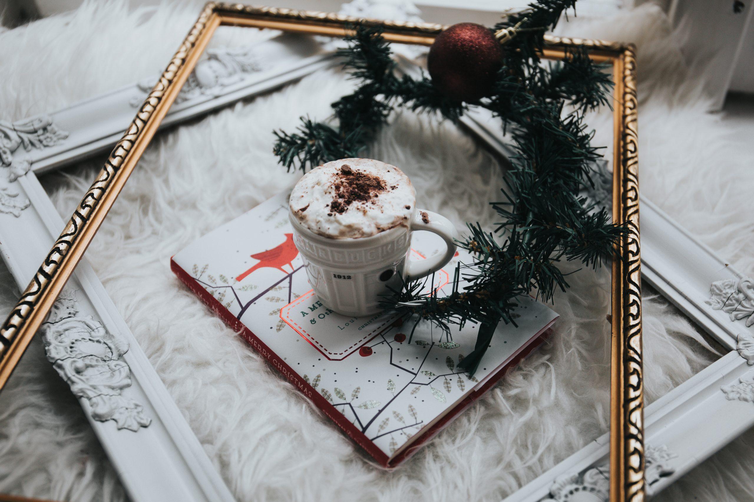 wallpaper White ceramic mug filled with whit mousse