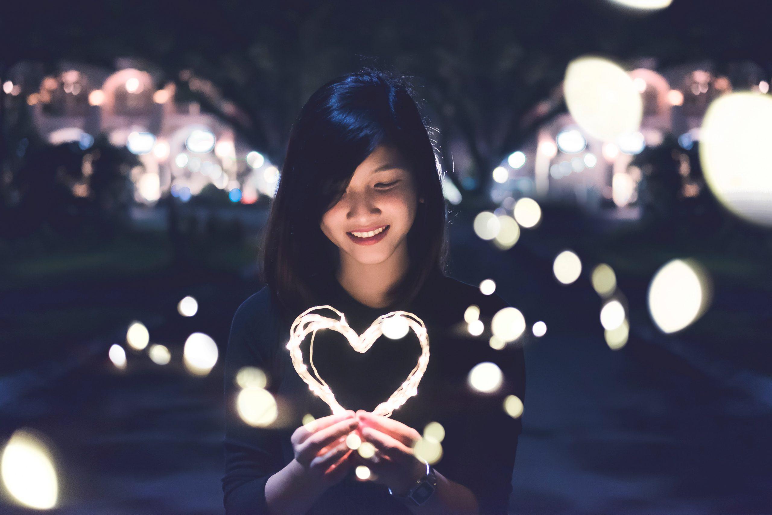 wallpaper Woman holding lit heart