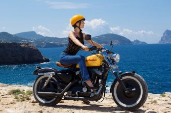 Yellow and black standard motorcycle wallpaper, women, Harley Davidson
