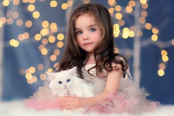 Cute girl wallpaper, white kitten, lights, bokeh