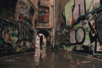 Brown concrete houses wallpaper, courtyard, gates, graffiti, city, architecture