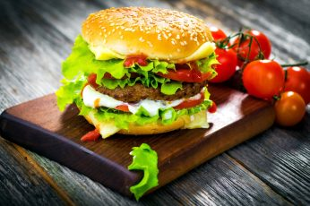 Burger with meat and tomatoes wallpaper, hamburgers, fast food, fruit, food and drink