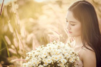 Woman holding white daisies wallpaper, asia, beauty, nice picture, girly