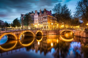 Amsterdam wallpaper, Nederland, city, evening, lights, river, bridge, houses, trees