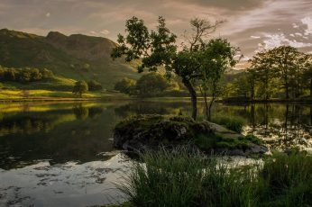 Body of water, nature, landscape, hills, trees, clouds, mountains