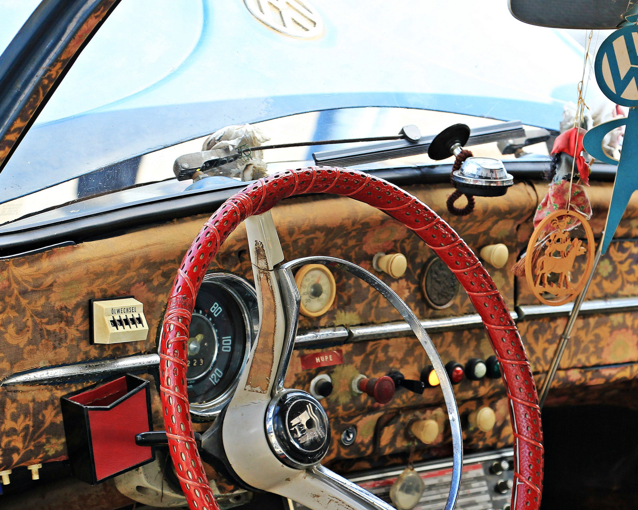 Red And White Steering Wheel Wallpaper Vw Beetle Oldtimer Vehicle Wallpaper For You Hd Wallpaper For Desktop Mobile Wallpaper steering wheel retro red car