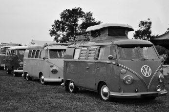 Wallpaper Grayscale photography of three Volkswagen Samba parked near green tree