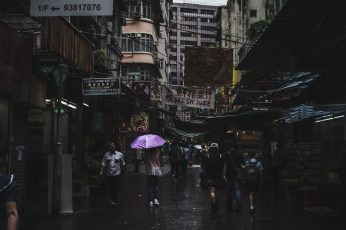 Photography of people walk during rain wallpaper