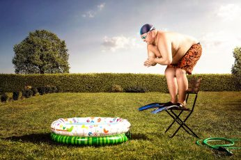 Funny man jumping in pool wallpaper, flippers