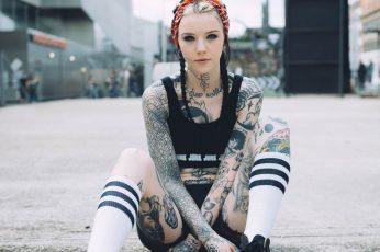 Women's pair of white-and-black high socks, Grace Neutral, tattoo wallpaper