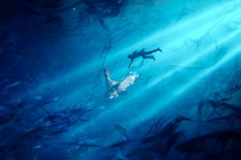 Wallpaper Man Swimming Towards Woman Wearing White Dress