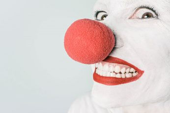 Wallpaper Smiling Person With Pink Lipstick And Red Nose