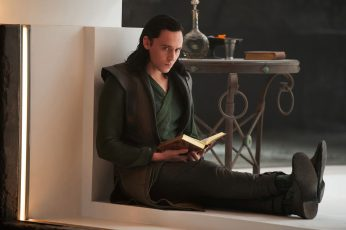 Wallpaper Tom Hiddleston Thor Loki Book Hd, Tom Hiddleston